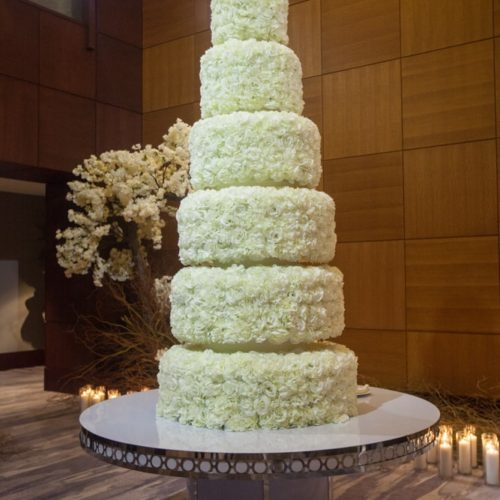 Cake lighting Mandarin Oriental wedding